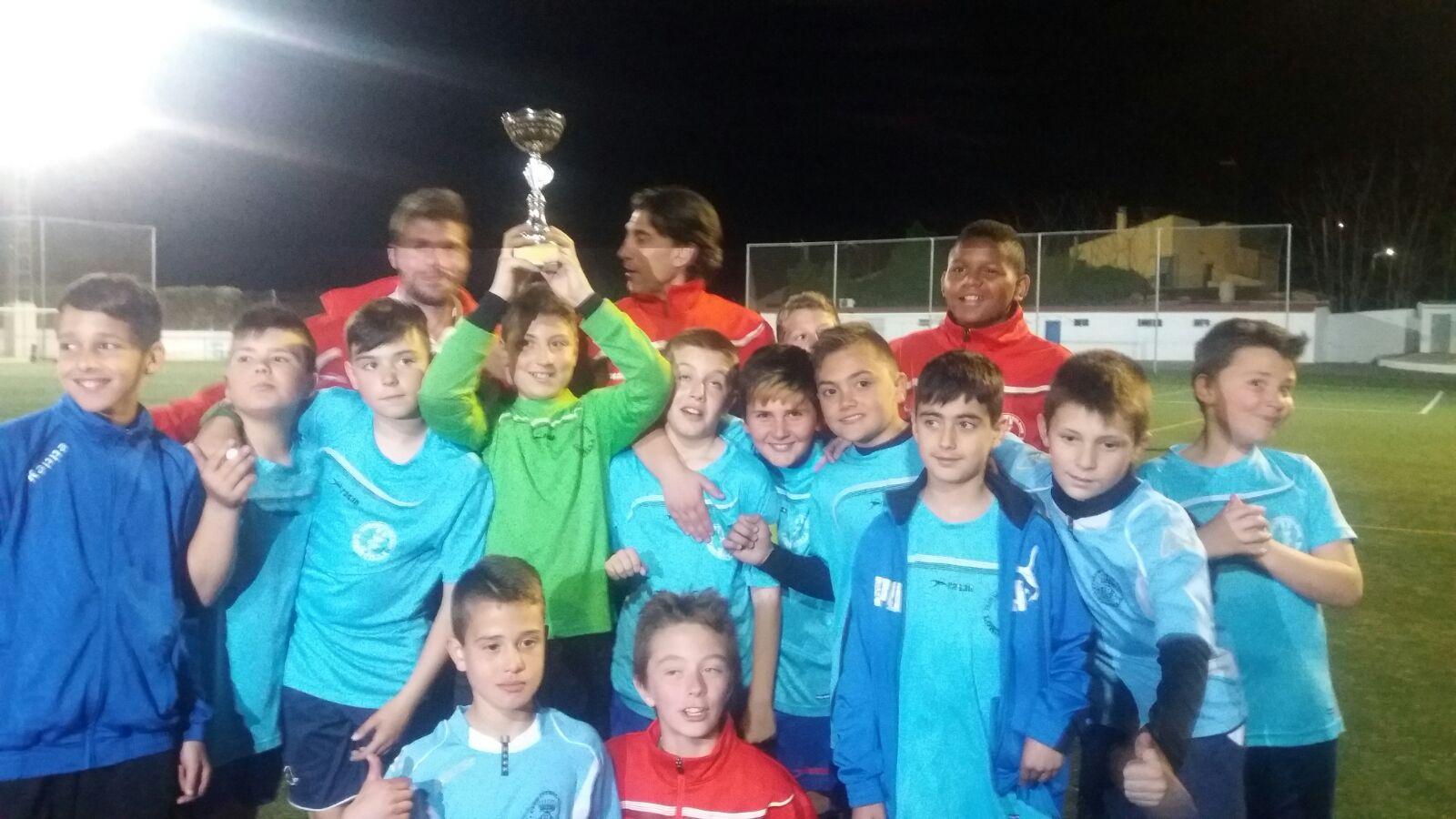 El equipo de fútbol alevín de Loriguilla gana un Campeonato en Chiva