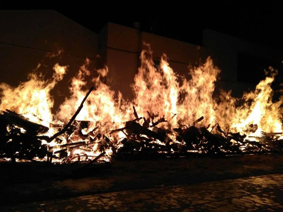 Loriguilla celebra la fiesta de San Antón con fuego, música, baile y liturgia