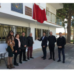 El alcalde Sergio Alfaro y el resto de la corporación municipal antes de descubrir la placa del 50 aniversario.