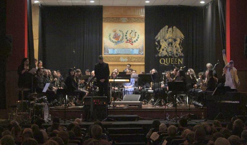 La Sociedad Musical San Juan Bautista presenta a su nueva Musa y celebra Santa Cecilia con un homenaje a Queen con el Club de Rock de Buñol