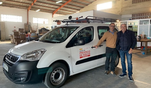 Tragsa entrega un vehículo y material de protección y seguridad para la Brigada Forestal