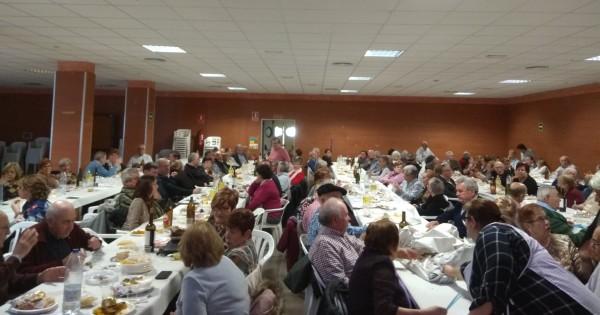 El Ayuntamiento presenta el documental sobre el 50 Aniversario del traslado en la comida de Navidad con los jubilados