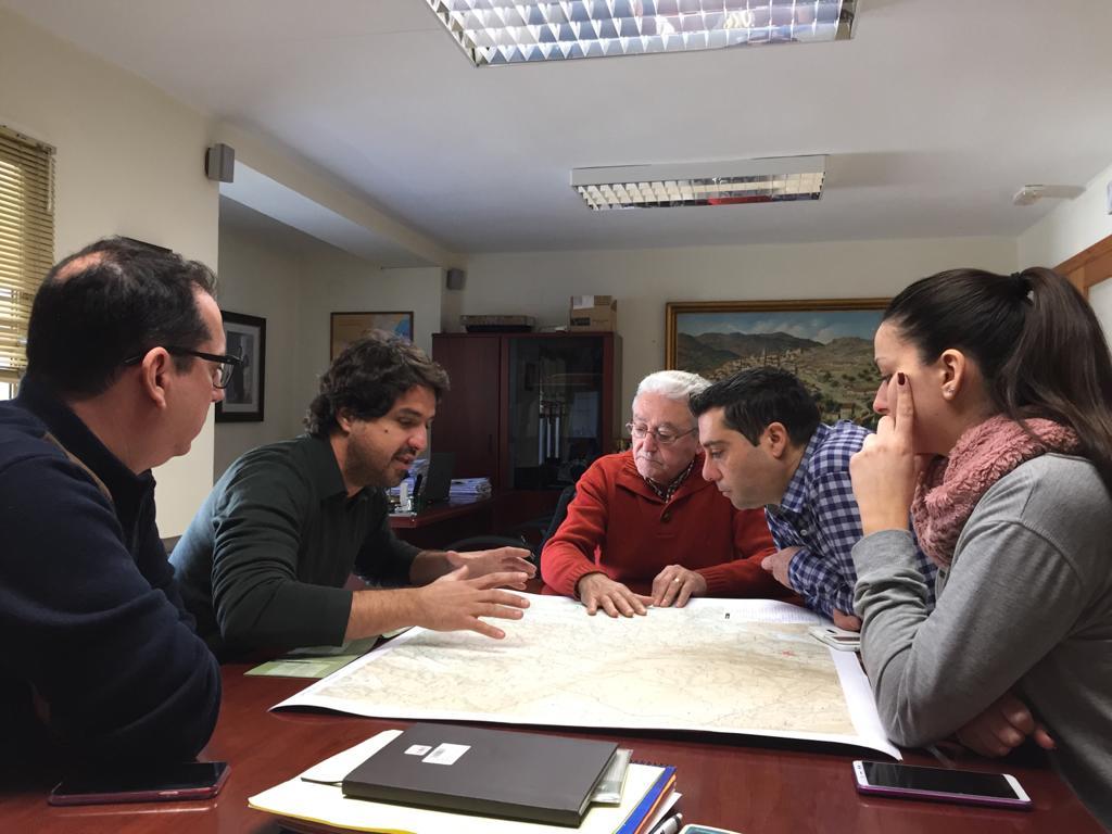 La empresa El Tossal Cartografíes presenta el borrador del futuro mapa del pueblo viejo de Loriguilla