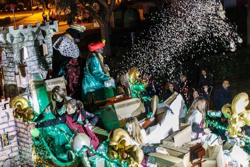 La Cabalgata de los Reyes Magos pone el broche de oro a la Navidad loriguillana