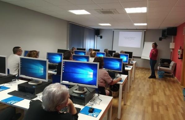 Empleo pone en marcha el curso de Iniciación a la Informática y Manejo Seguro de las Redes Sociales en la Agencia de Lectura