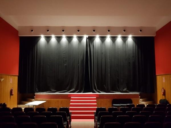 El Teatro Municipal renueva su luminaria para ser más eficiente