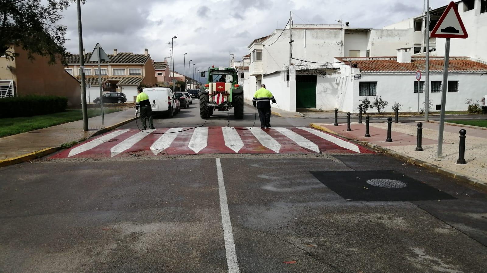 La brigada municipal desinfecta las calles de Loriguilla
