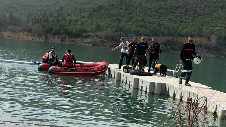 La UME y equipos internacionales realizan prácticas de rescate con perros en el embalse de Loriguilla