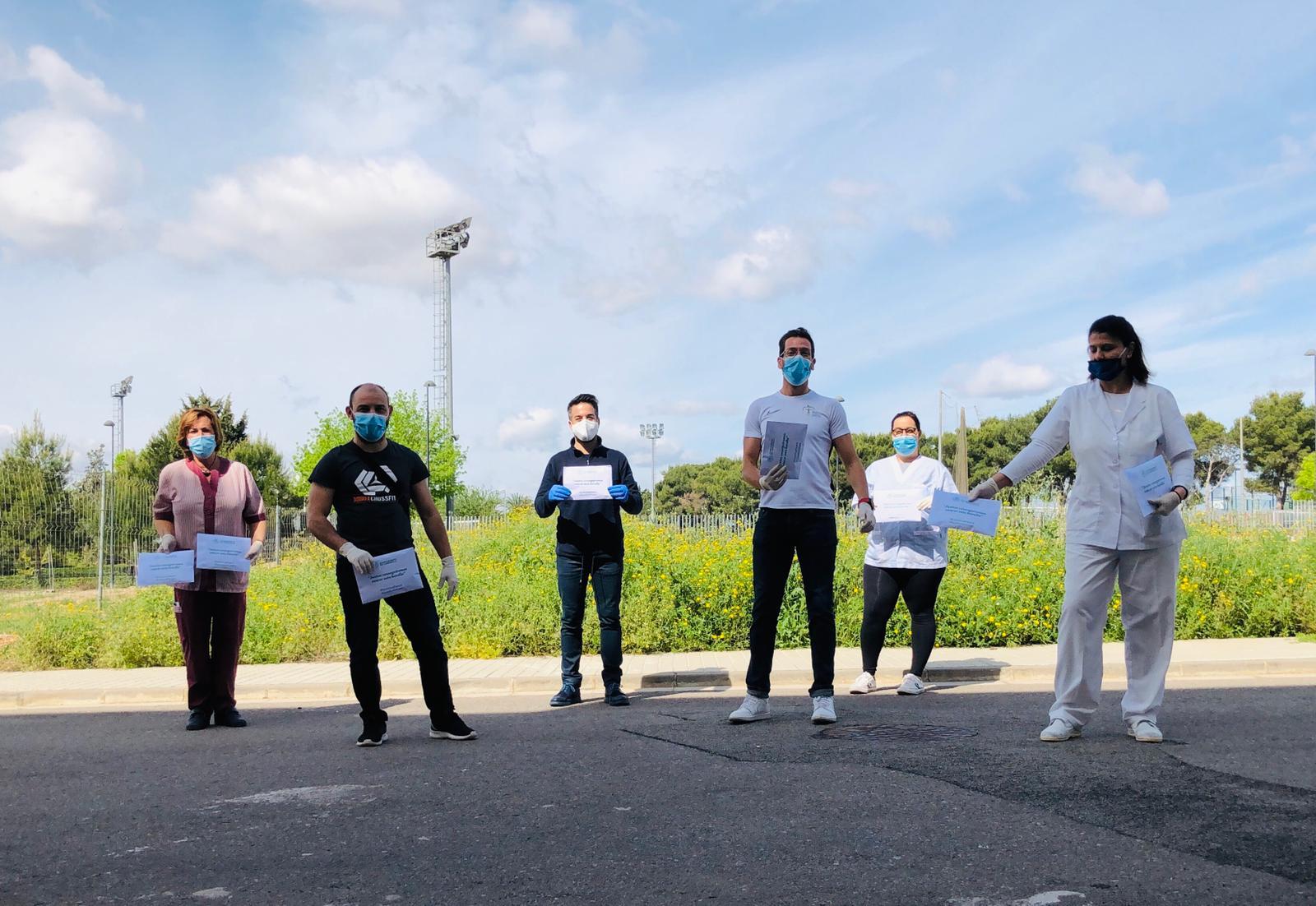 El Ayuntamiento reparte mascarillas y guantes a la población