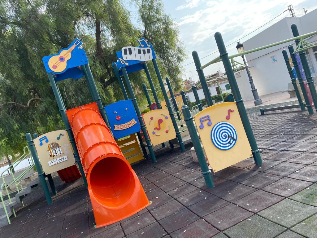 El parque infantil de la Plaza España se cerrará de lunes a viernes de 13 a 14 horas durante septiembre