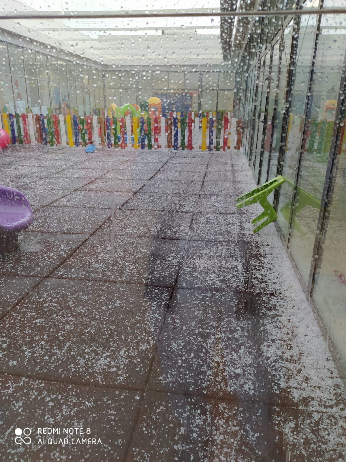 Loriguilla suspende las clases del viernes por la tarde en el CEIP Mozart y en la Escuela Infantil Municipal Mandarina por las lluvias torrenciales