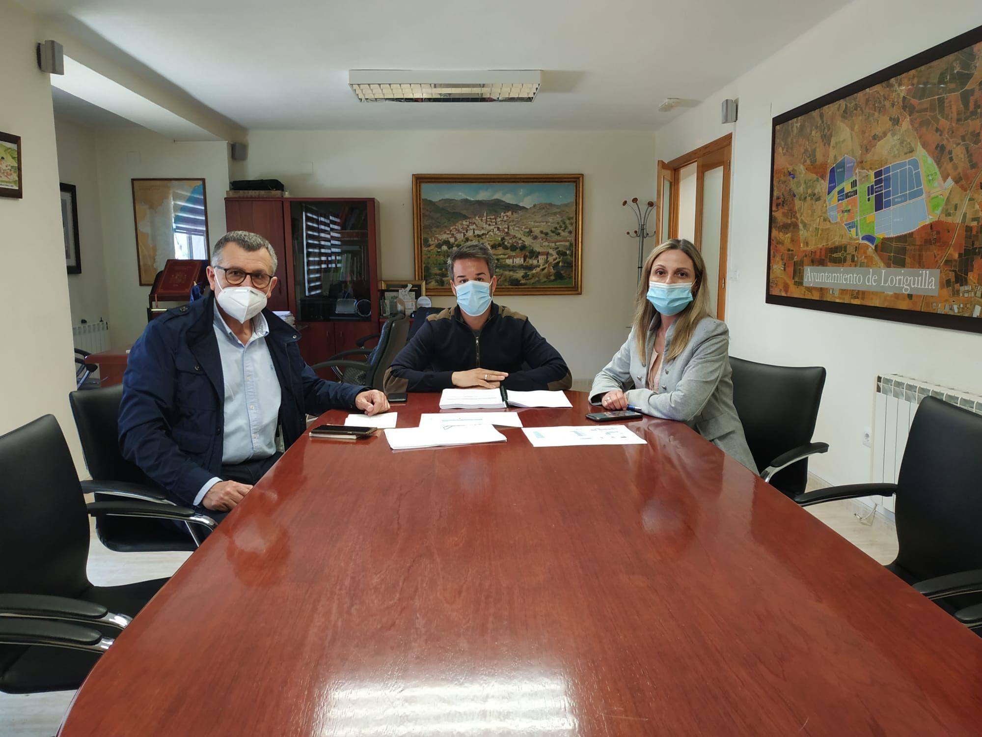 El alcalde de Loriguilla se reúne con el técnico redactor del proyecto del Aula Respiro