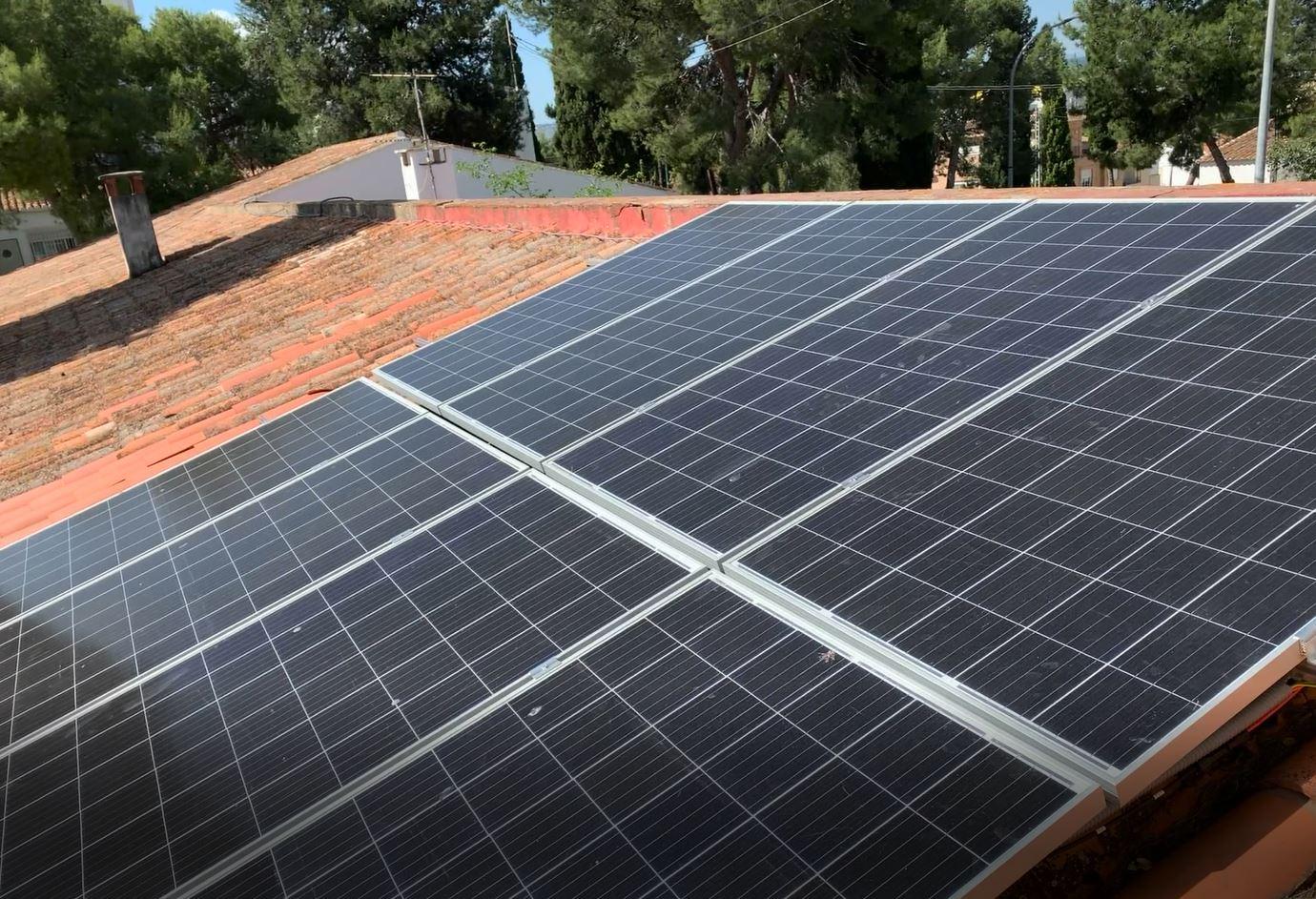 El Ayuntamiento de Loriguilla instala placas fotovoltaicas en su casa consistorial con la subvención el IVACE