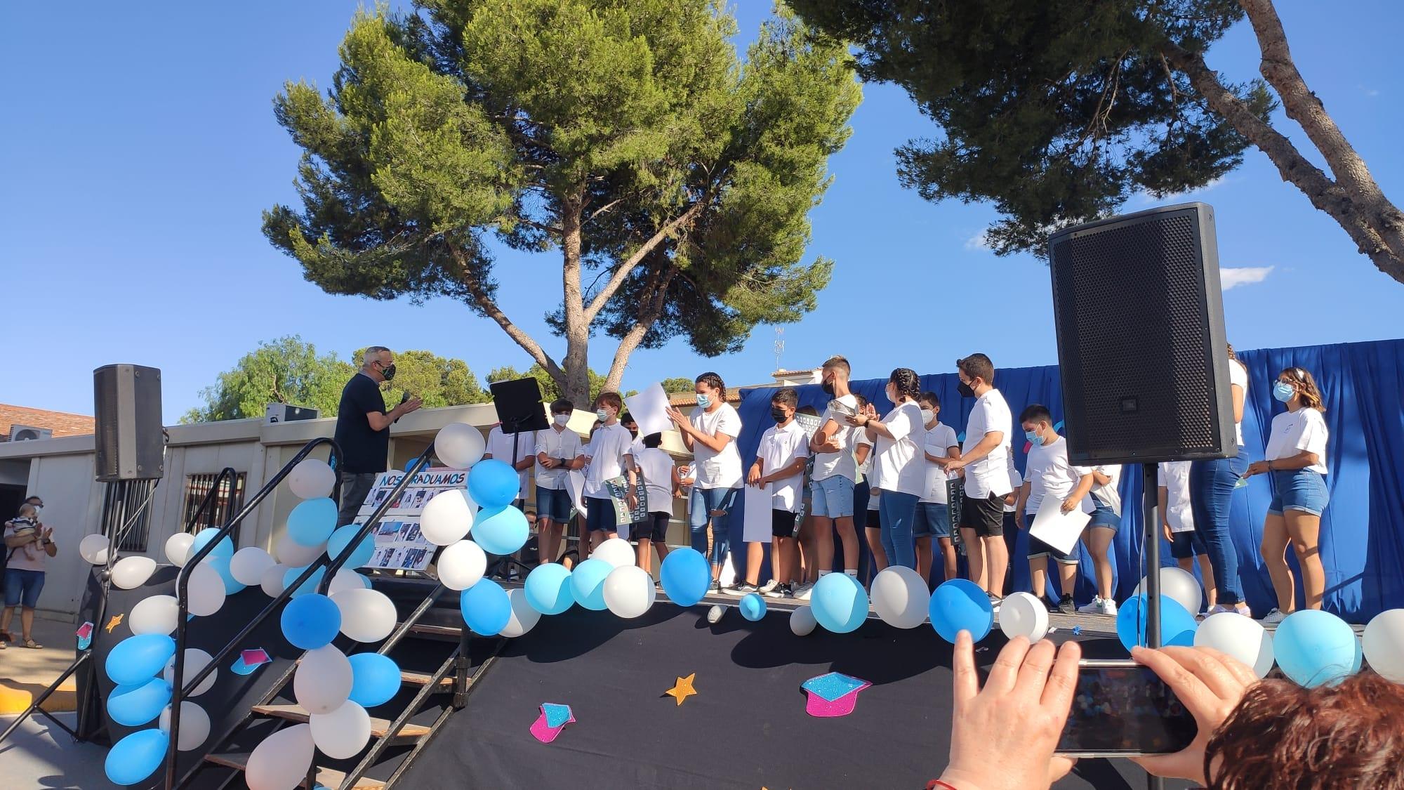 El alumnado de 6º de primaria del CEIP Mozart celebra su acto de graduación